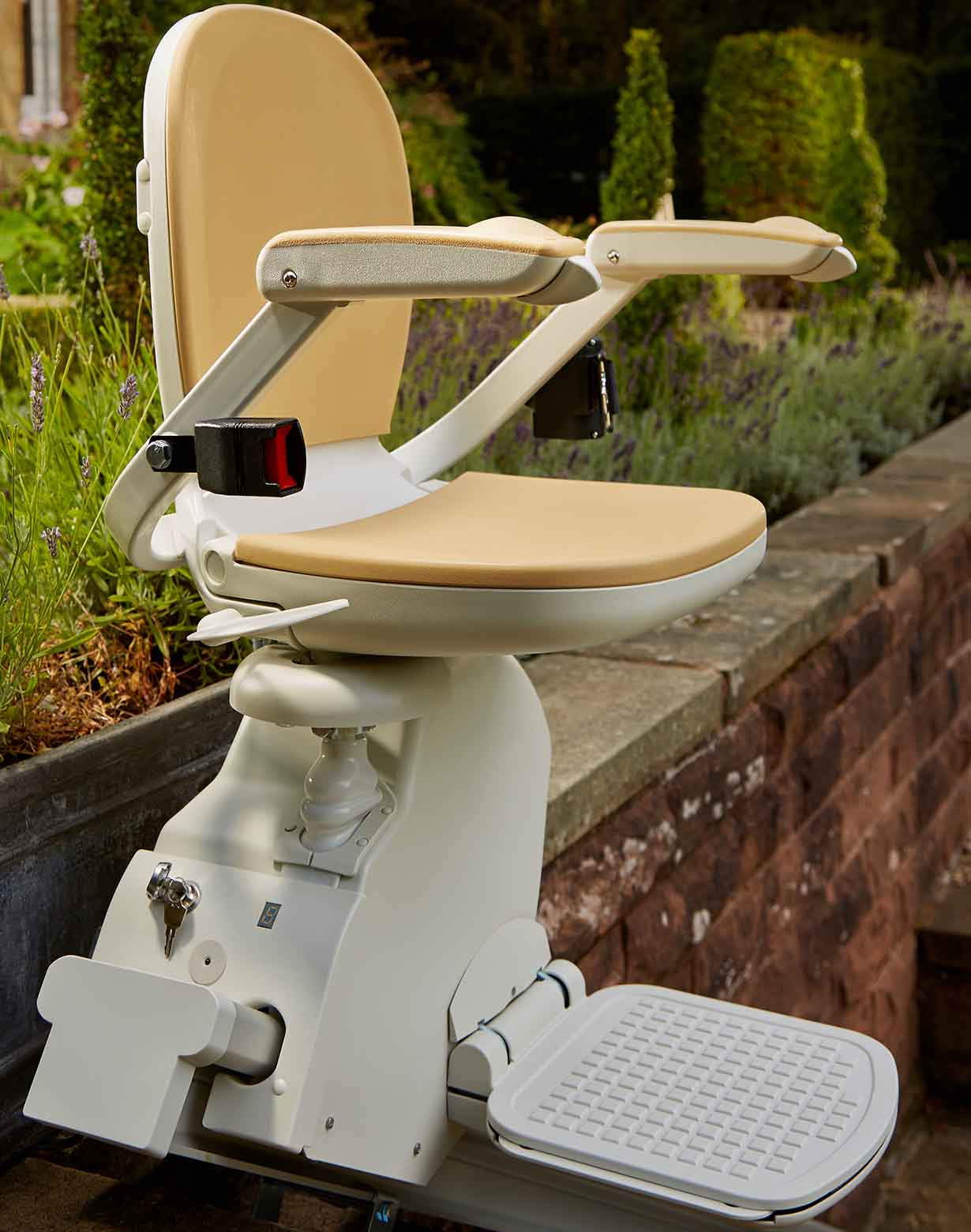Outdoor straight stairlift at the top of concrete steps